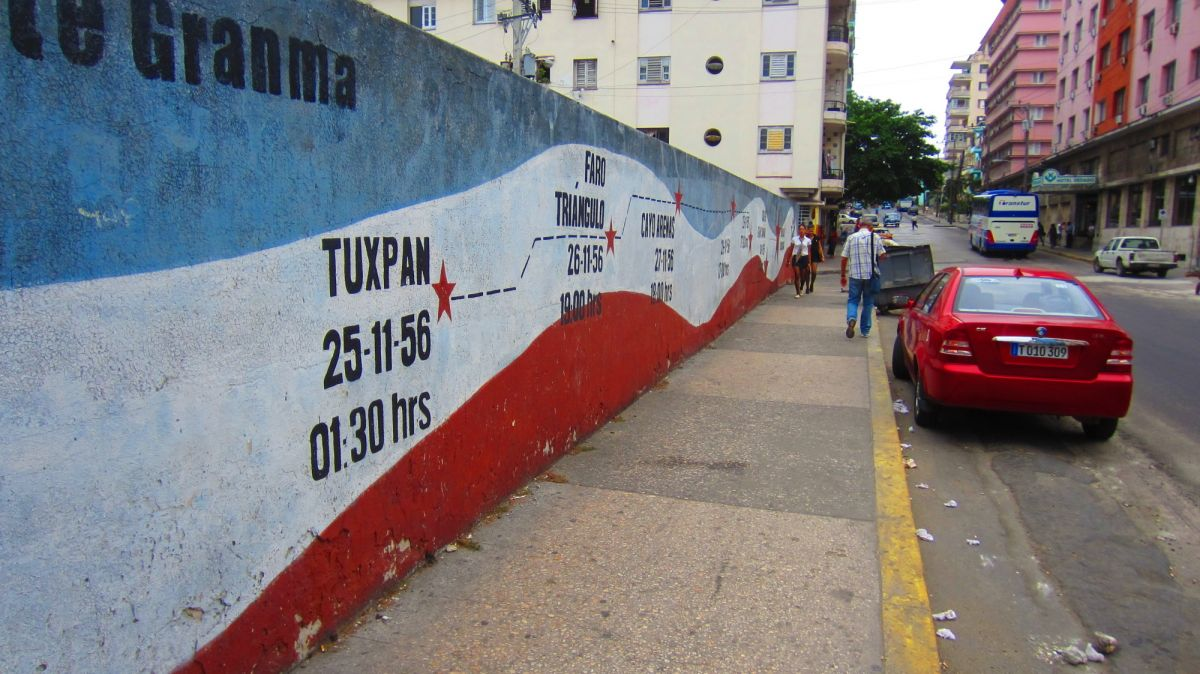 Very little graffiti or advertisements.  Gives Havana a really clean look.